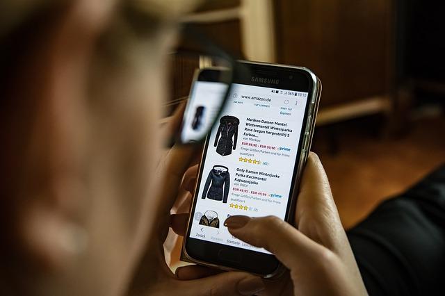 Nakupovanie cez mobil, oblečenie.jpg