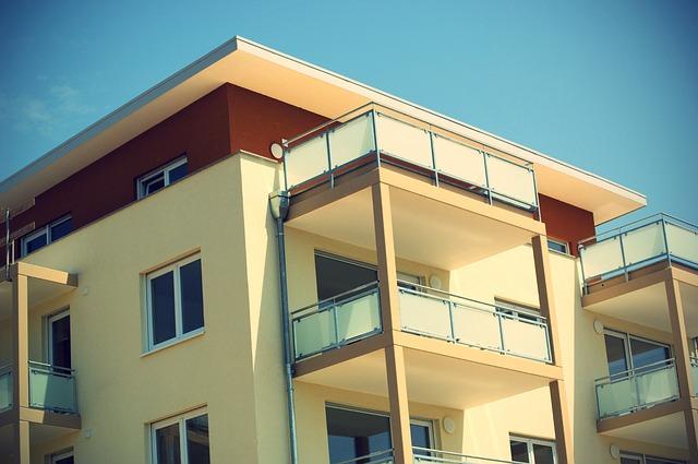 Apartmán, balkóny so zábradlím.jpg