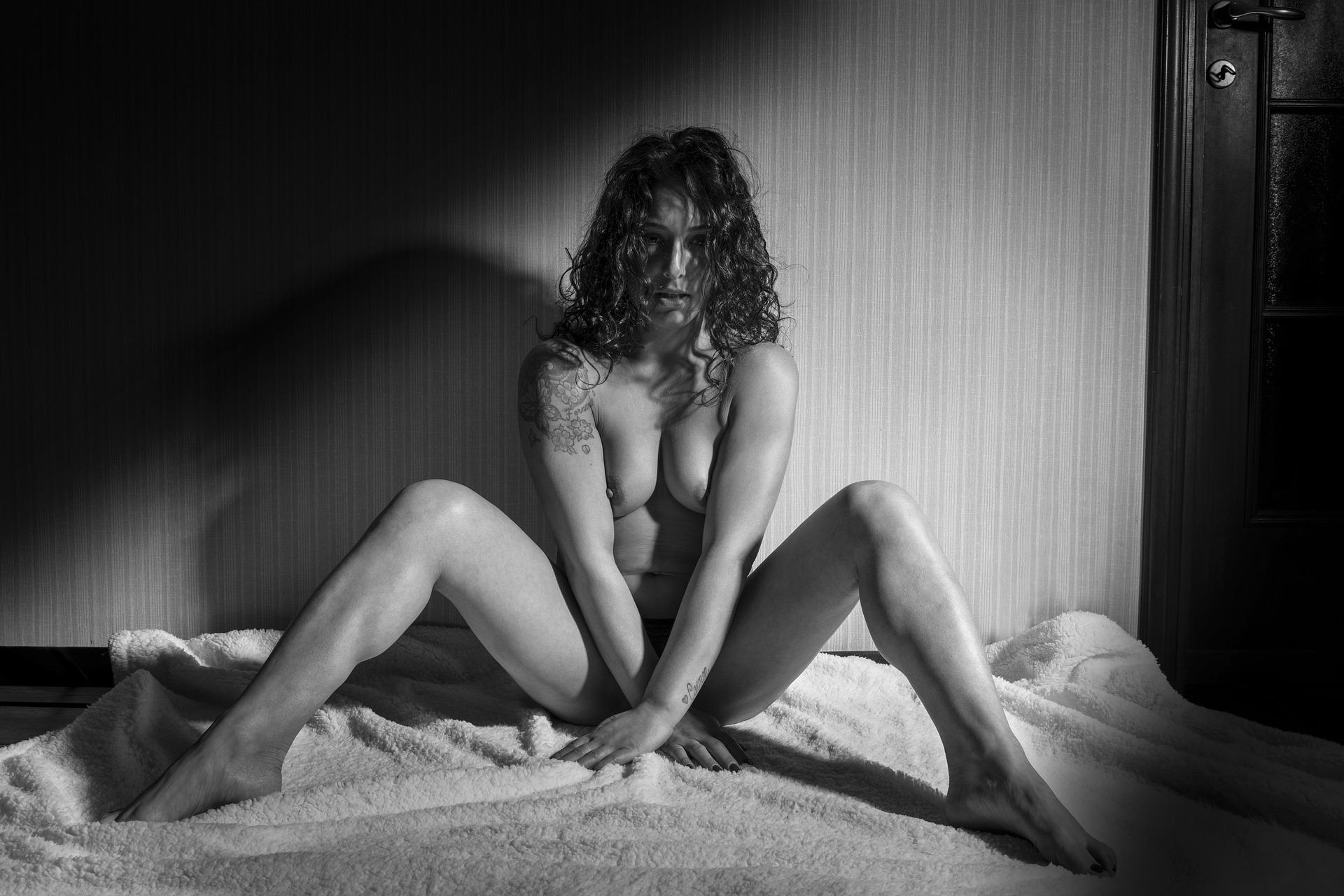 sexy-4903644_1920